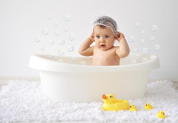 Как ребенку мыть голову