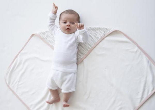 Как пеленать новорожденного ребенка с помощью пеленки