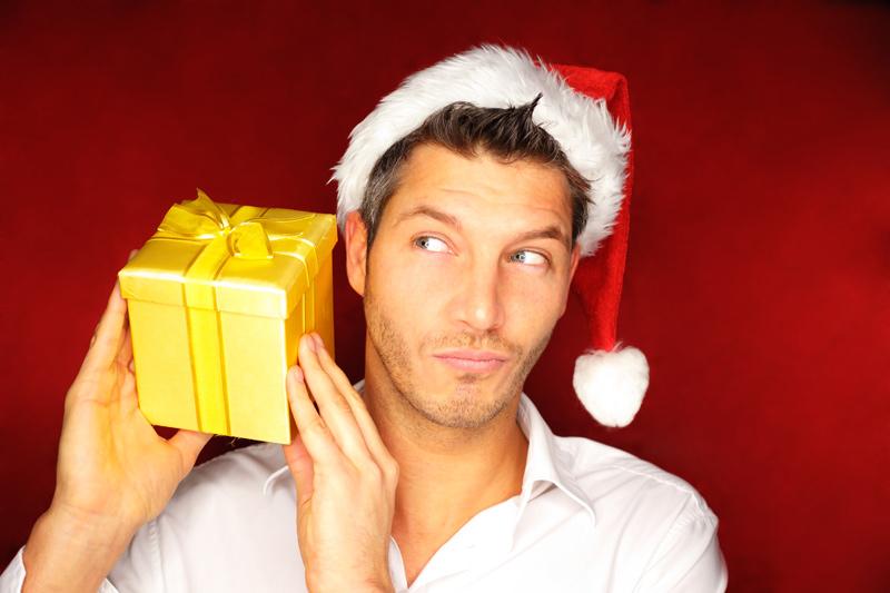 что подарить парню на новый год мало знакомы