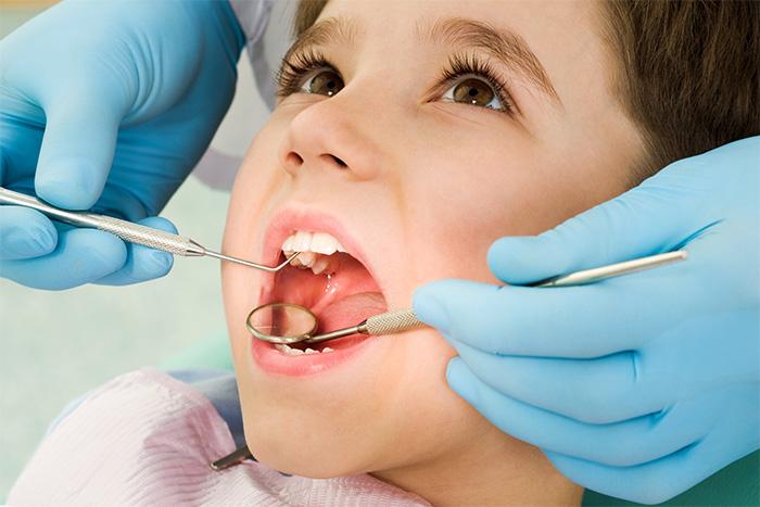 Причины, признаки, лечение и профилактика кариеса молочных зубов