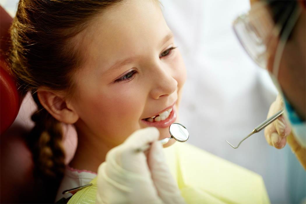 У ребенка криво растут молочные зубы: что делать если передние и нижние зубы растут криво