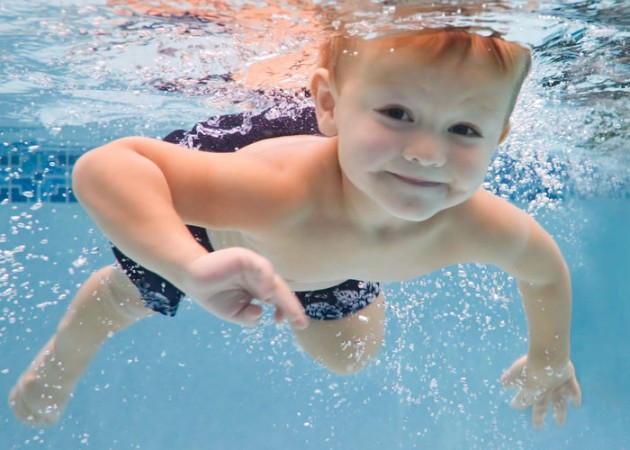 Что нужно знать, отдавая ребенка в плавание?