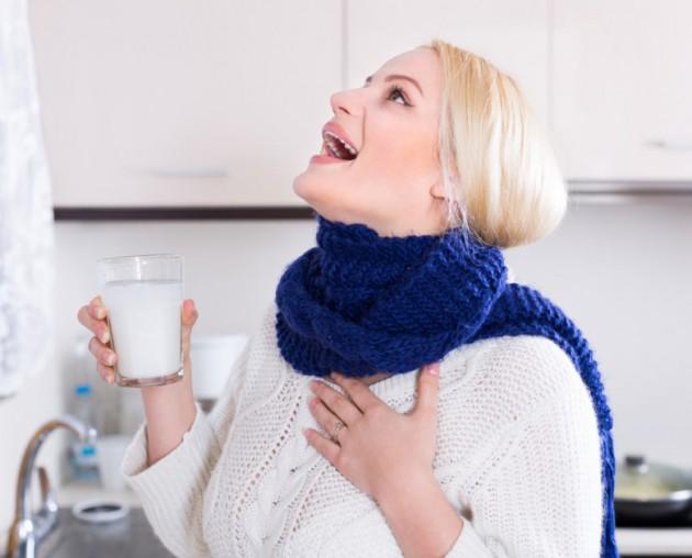 Болит горло при беременности: чем полоскать и как лечить