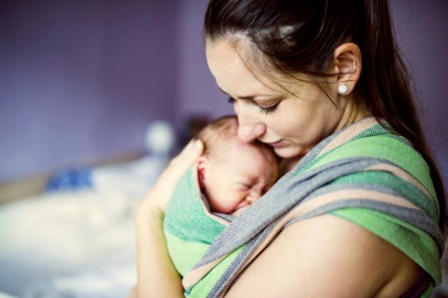 Колики в животике у новорожденных: что делать?