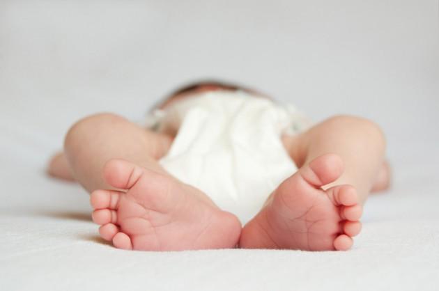 Какие подгузники для новорожденных лучше: выбираем правильно