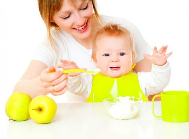 Первый прикорм ребенка: как правильно вводить?