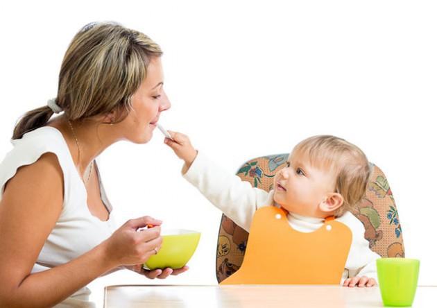 Прикорм кашами: что нужно знать маме