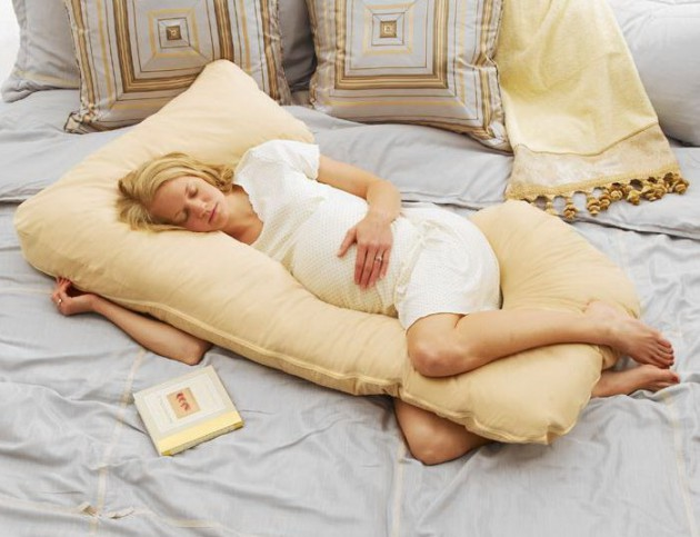 Как лучше спать во время беременности?