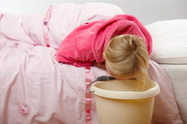 Рвота у ребенка без диареи и температуры: как помочь?