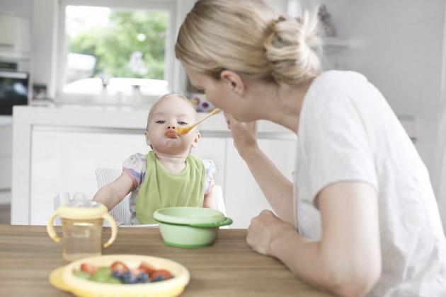 Прикорм молочными кашами: когда его начинать?