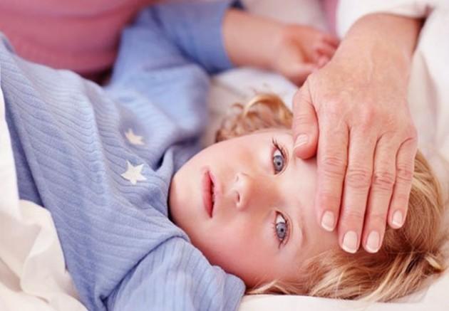 Что делать родителям, если у ребенка 2-5 лет температура и рвота?