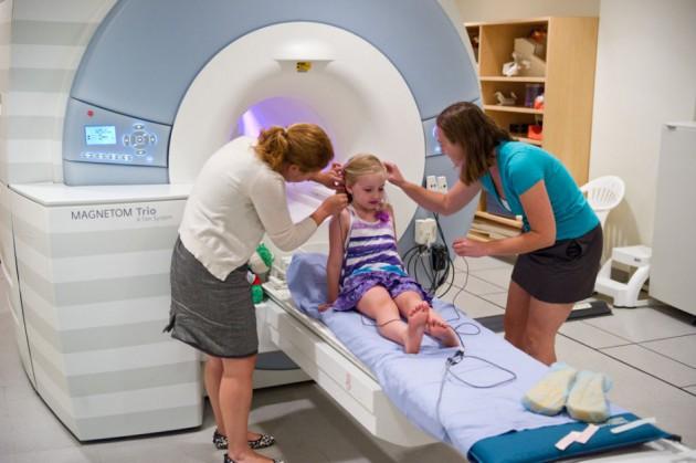 МРТ головного мозга детям: когда проводить и какие будут последствия?