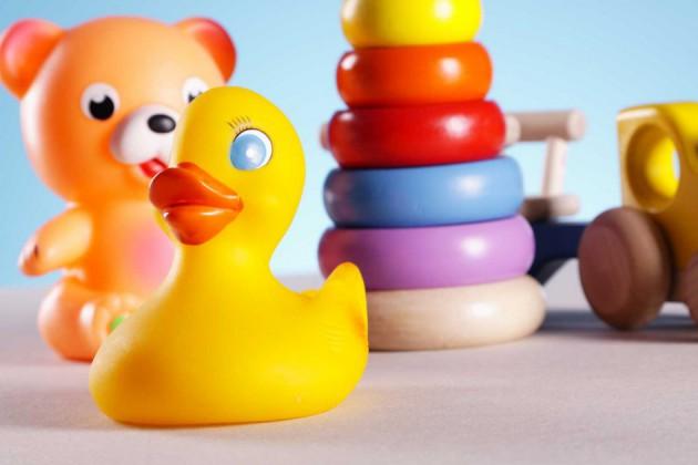 Как выбрать игрушки для детей до года?
