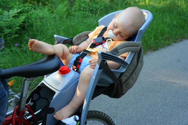 Как правильно выбрать детское кресло на велосипед