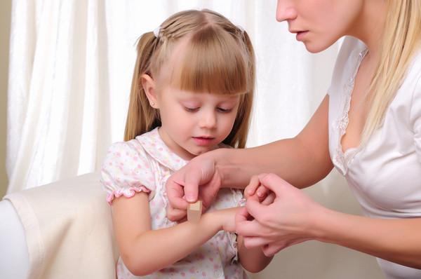 Чем обработать рану у ребенка после падения