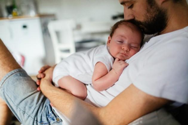 Как отцу установить прочную связь с новорожденным?