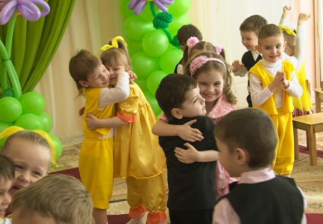 Танцы на 8 марта в детском саду: подборка видео