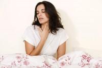 Ангина у кормящей мамы: как справиться с недугом?