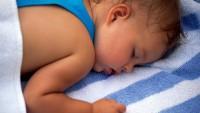 Ребенок сильно потеет во сне - это болезнь или норма?