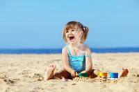 Семейный отдых: игры на пляже с детьми