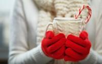 Недорогой, но ценный подарок: украшаем кружку своими руками