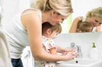 Как и когда научить малыша умываться?