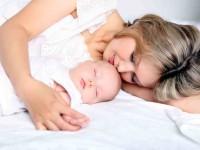 Полезен ли для младенца совместный сон с родителями?