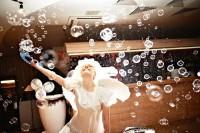 Мыльные пузыри – оригинальный способ удивить гостей на свадьбе