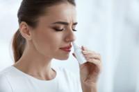 Сосудосуживающие капли при беременности: лечим насморк правильно