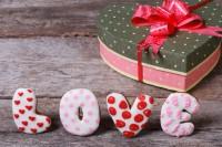 Что подарить любовнику на 14 февраля - оригинальные подарки