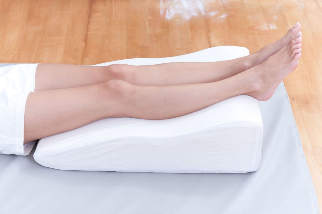 Ноги на массажном стуле