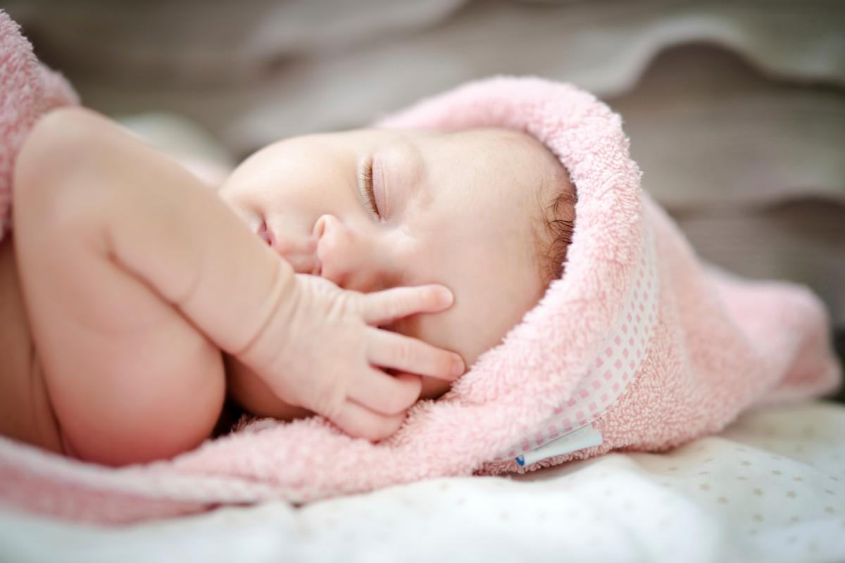 Сон и еда в первые месяцы жизни