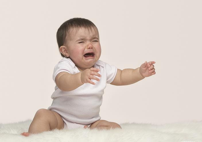 Плаксивость ребенка при прорезывании зубов