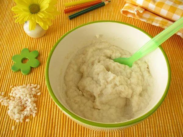 Со скольки месяцев ребенка можно кормить молочной кашей