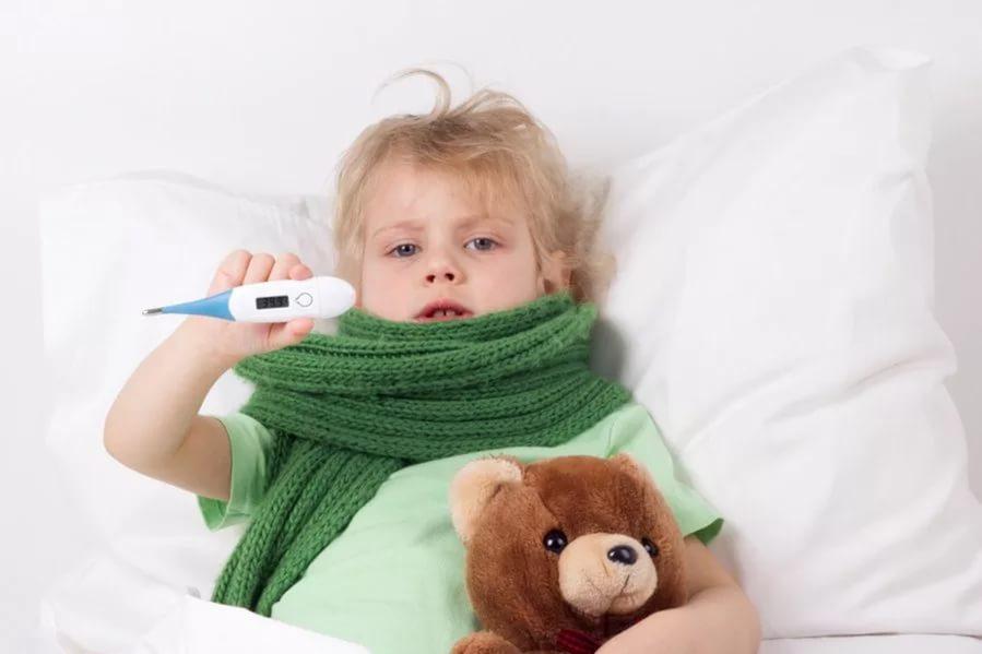Как оказать малышу помощь при температуре