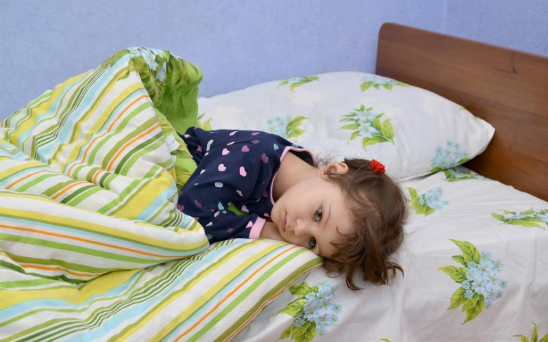 Когда вызывать врача при рвоте у ребенка