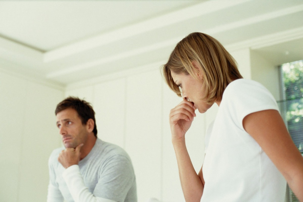 Мужчина и женщина решают вопрос