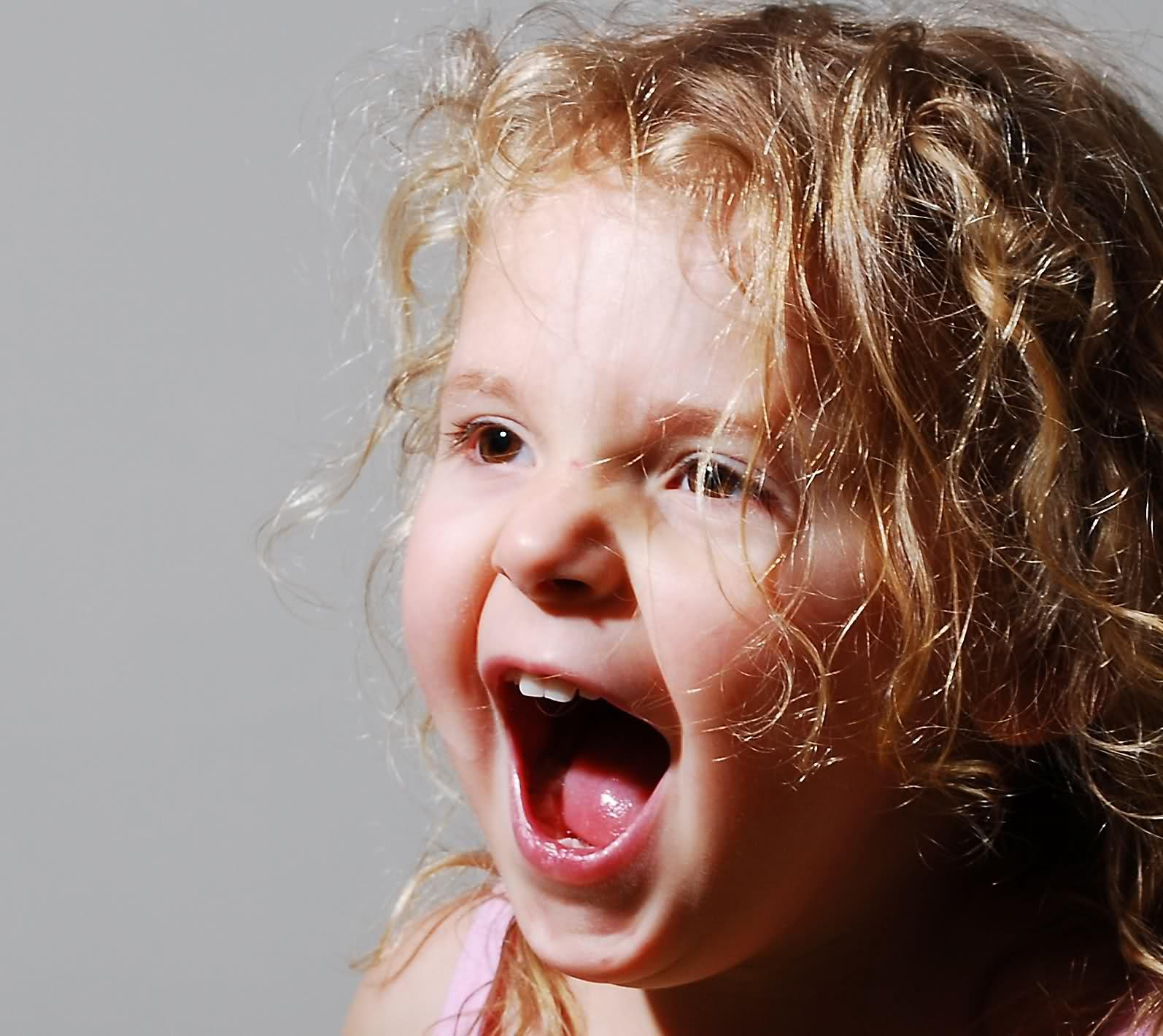 дочь кричит